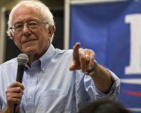 Bernie Sanders Works Hard For Immigrant Vote, Says He'l Stop Deportations If He Wins White House